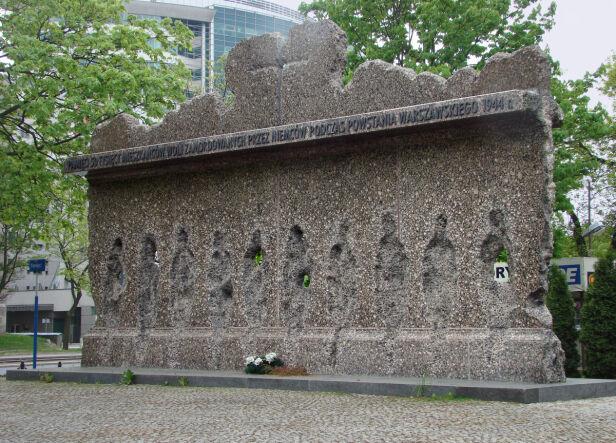 Pomnik Ofiar Rzezi Woli Szczebrzeszynski CC 1.0 /wikipedia
