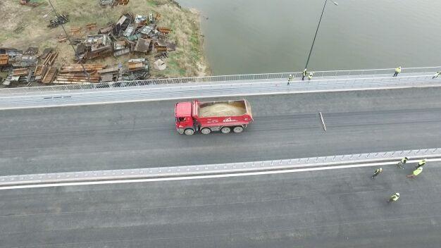 Próby obciążeniowe na Łazienkowskim. Tak wyglądały z drona