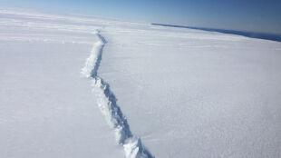 Antarktyda traci lód od spodu