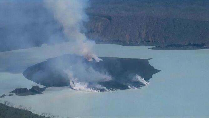 Z wulkanu nie przestaje dymić. <br />Ostrzeżenia najwyższego stopnia