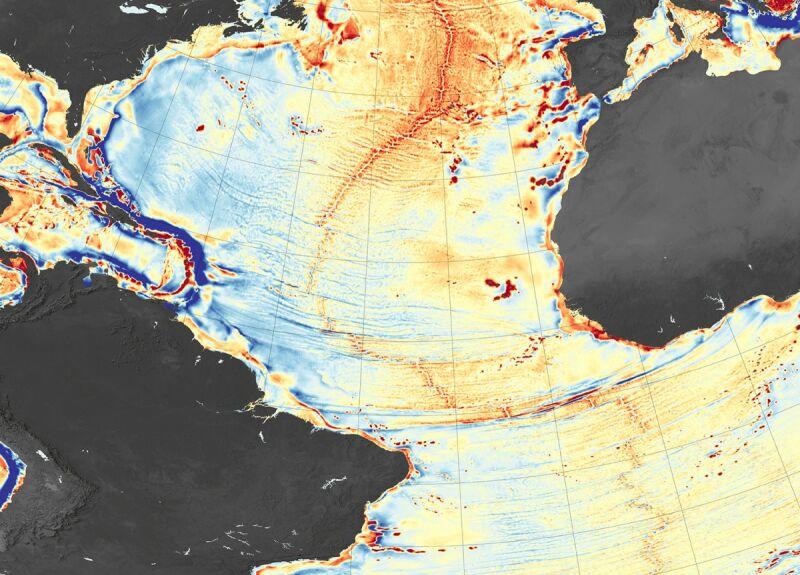 Ukształtowanie dna Oceanu Atlantyckiego (na czerwono zaznaczone są wzniesienia, a na niebiesko zagłębienia terenu)