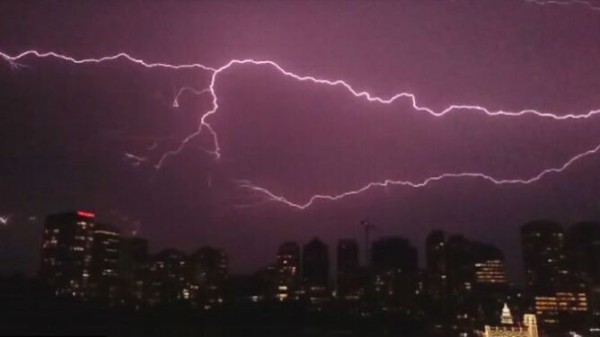 Spektakularna i niszczycielska burza w Sydney